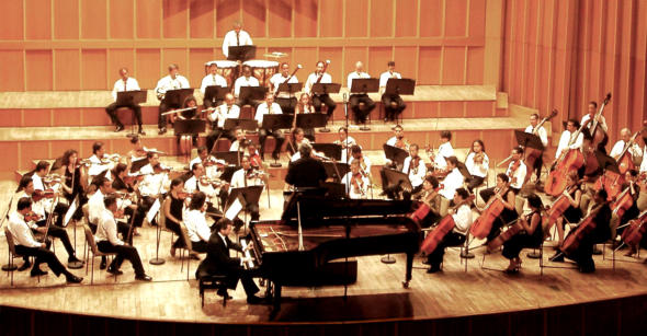 Beethoven's 5th piano concerto with the Orquesta Sinfónica National under the baton of Enrique Pérez Mesa